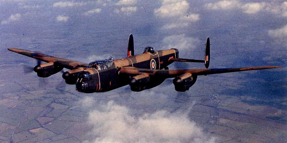 Бомбардировщик Avro Lancaster. Один из главных бомбардировщиков союзников
