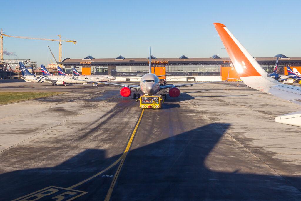 Разметка в аэропорту Буксировка самолета