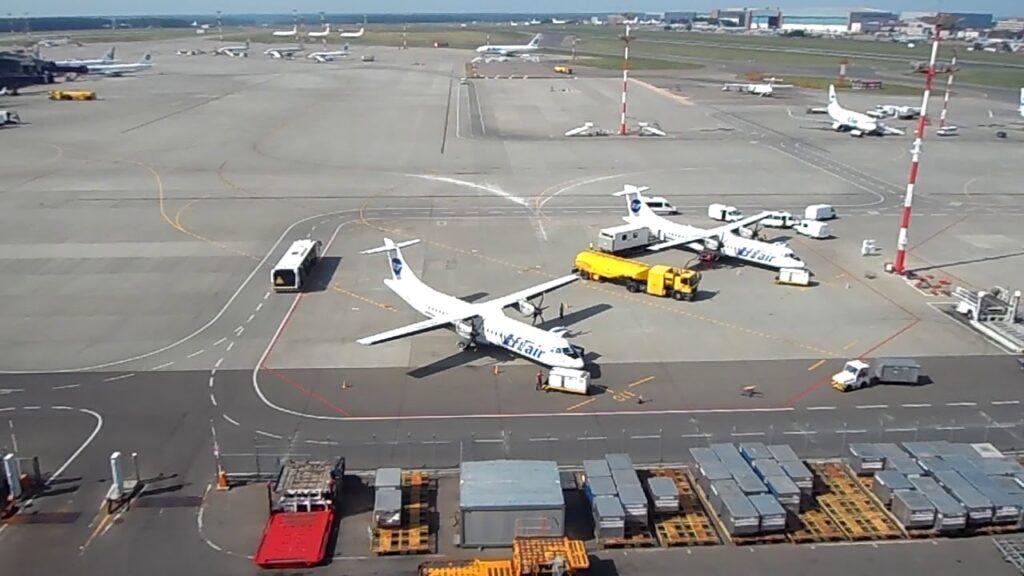 Разметка в аэропорту Движение техники в аэропорту